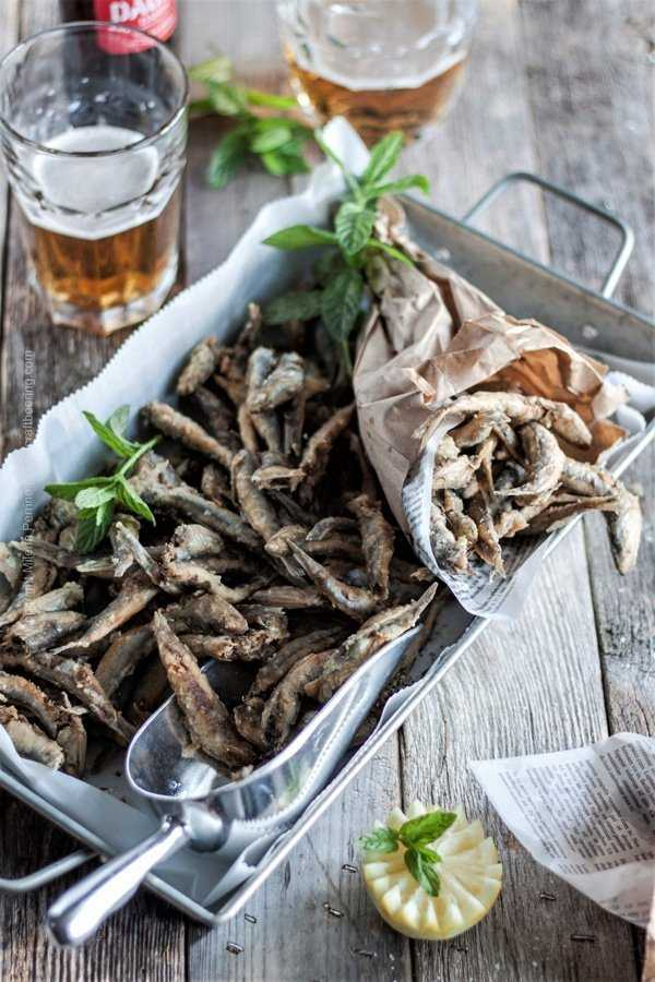 Fried anchovies - small, crispy salty bites, make a perfect beer snack.